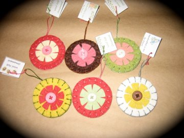 Small wool felt ornaments...flowers